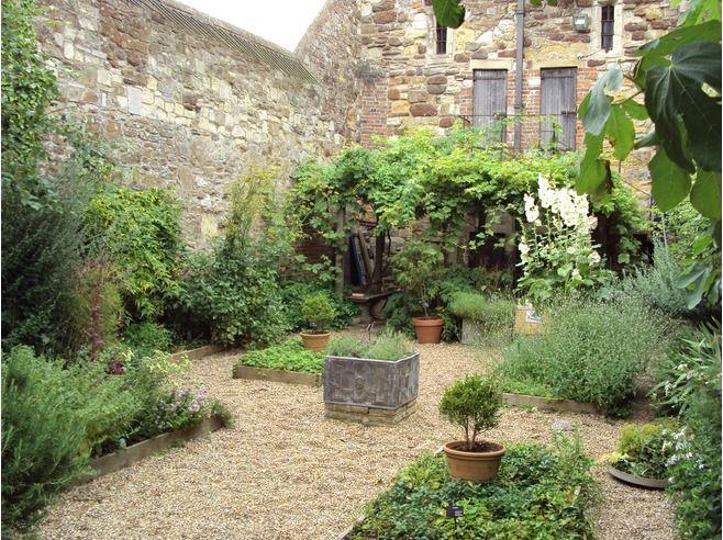 Medieval Herb Garden: Gardens Ideas, Medieval Herbs Gardens, Gardens Inspiration, Gardens Decor, Gardens Program, Medieval Gardens, Rai Gardens Beds, Historical Gardens, Beautiful Gardens