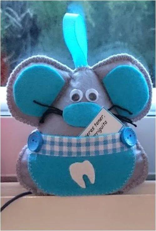 Hoy traigo,          unos ratoncitos guarda dientes pequeñitos, para poner bajo la almohada,  al igual que los grandes que ya conoceis,