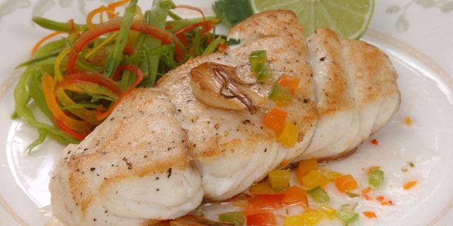 La cernia al forno è un secondo piatto a base di pesce gustoso e leggero. Scopri la nostra #ricetta