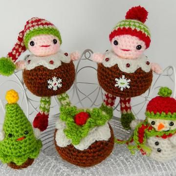Christmas Pudding People amigurumi crochet pattern by Janine Holmes at Moji-Moji Design