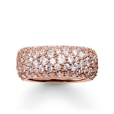 A THOMAS SABO ring with a wowing effect! Perfect for all who love sparkling accessories.