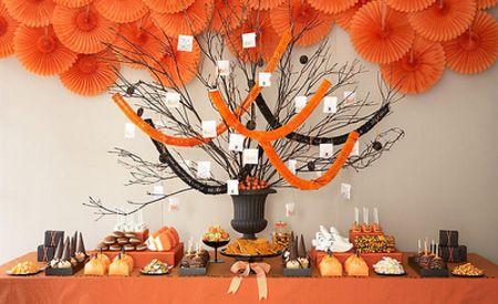 Decoracion para fiestas de halloween/día de muertos. Elige la comida en función del color: todo naranja y negro.