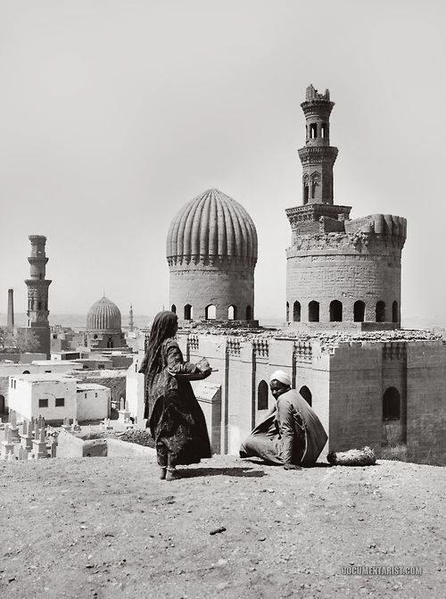 breezefromlotus:  khaste-irooni:  Egypt, 1920  This is magic!