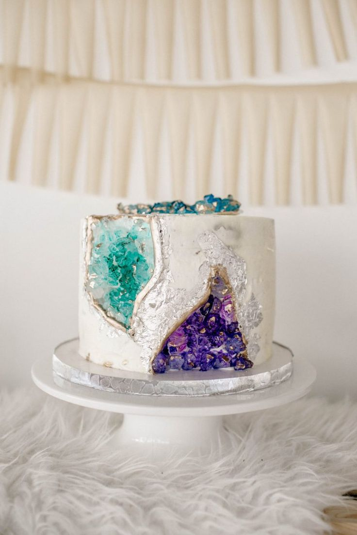 How To Decorate Cake At Home With Gems : Best 25+ Geode cake ideas on Pinterest Crystal cake ...