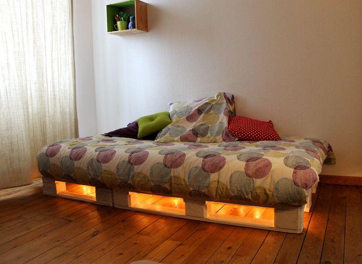 basse de lit fait avec des palettes