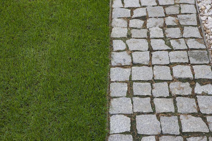 Natural stone granite paving - PiatraOnline.ro #garden #alley #outdoor #naturalstone #design #ideas #piatraonline