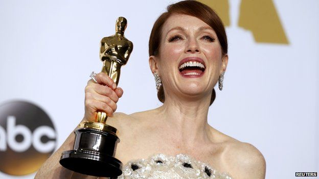 Julianne Moore won the best actress award for her role in Still Alice ~ Radio Pratica Magazine | Top stories in top music!