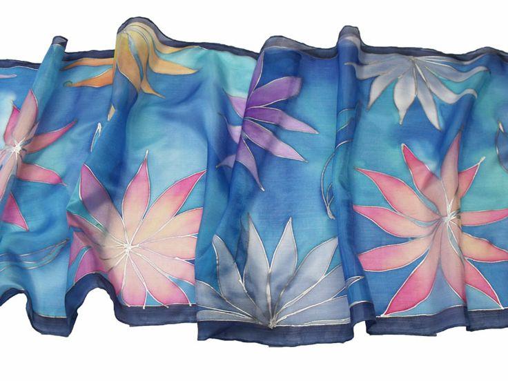Kézzel festett selyem sál a Silkywaytől - trópusi virágok sál: http://silkyway.hu/tropusi-viragok-salak-szines-alapu-2.html
