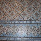 Oude vloertegels uit de collectie van FLOORZ toegepast in de keuken. Antieke vloertegels geven net dat extra tintje karakter aan uw keuken. Wekelijks wisselende voorraad oude vloertegels......