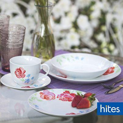 No tengas miedo de jugar con los colores y elegantes diseños sobre tu mesa.