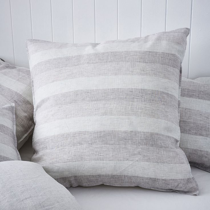 Bring a touch of Hamptons chic into your home with this light and bright quilt cover from the Home Republic range. Featuring a linen front for that natural, textured look and cotton reverse for comfort and softness, this neutral design offers loads of styling options and it's timeless design never goes out of style.