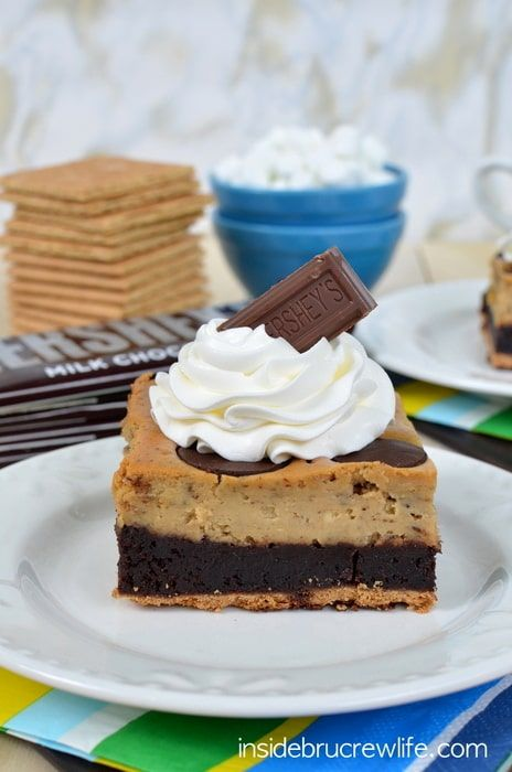 Toasted Marshmallow Cheesecake Brownies - toasted marshmallow cheesecake, brownies and a graham cracker crust is a fun way to enjoy s'mores