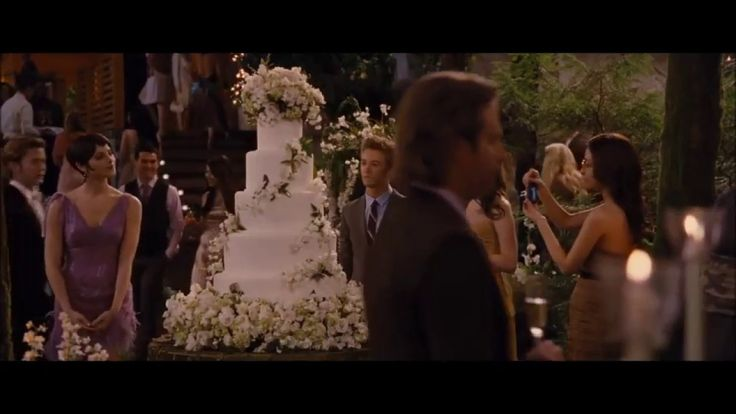 The Twilight Saga Breaking Dawn wedding cake. Clip from the movie.