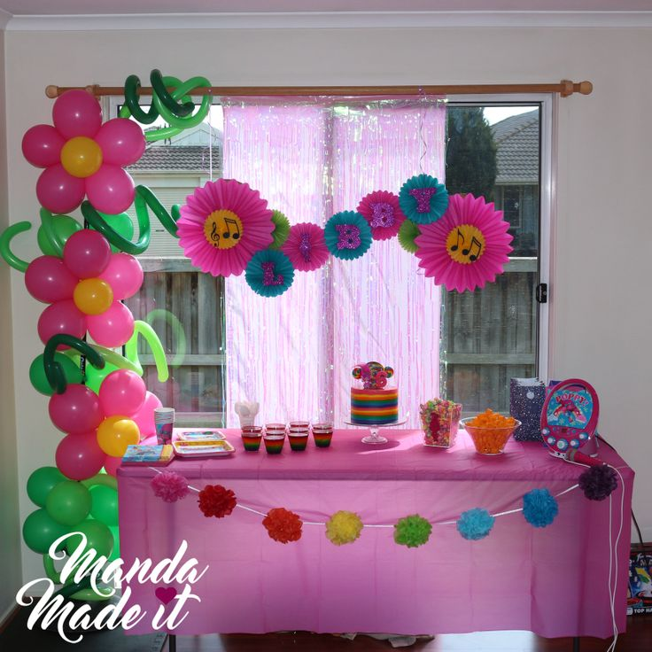 DIY Trolls party styling with Balloon art