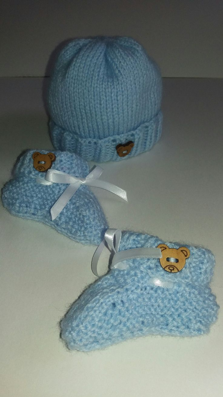 Preemie baby hat and booties set