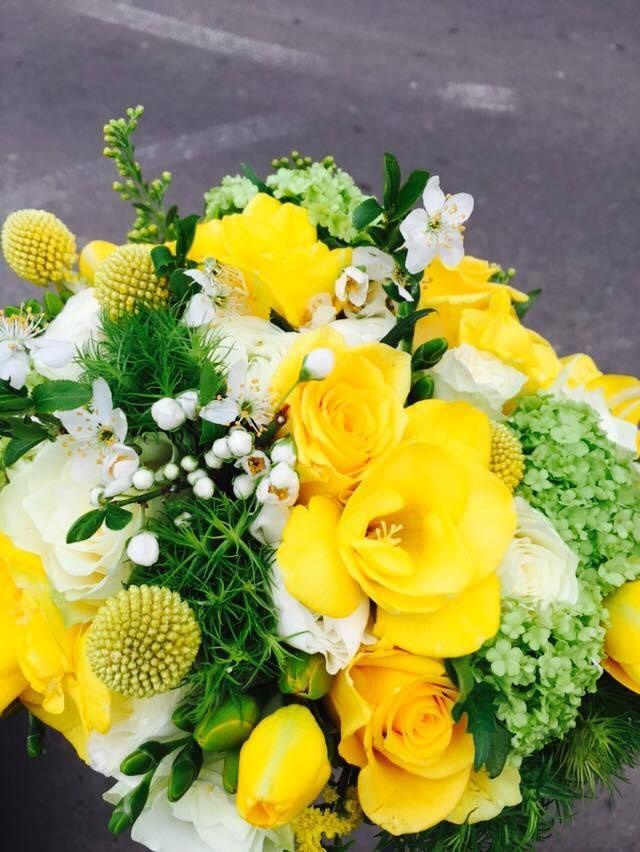 bridal bouquet with yellow fresia and roses and white ranunculus -buchet de mireasa cu frezie si trandafiri galbeni, ranunculus alb si flori de primavara