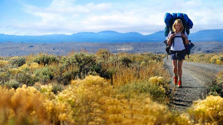 Sheryl Strayed (Reese Witherspoon) chegou ao fundo do poço após a morte de sua mãe e então decide fazer a Pacific Crest Trail, uma trilha que cruza os EUA.