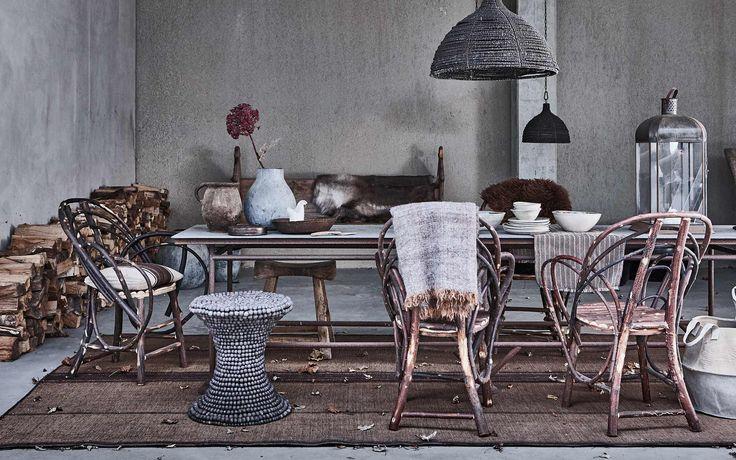 eettafel met grijstinten | diner table with grey tones | vtwonen 01-2017 | Fotografie Jeroen van der Spek | Styling Cleo Scheulderman