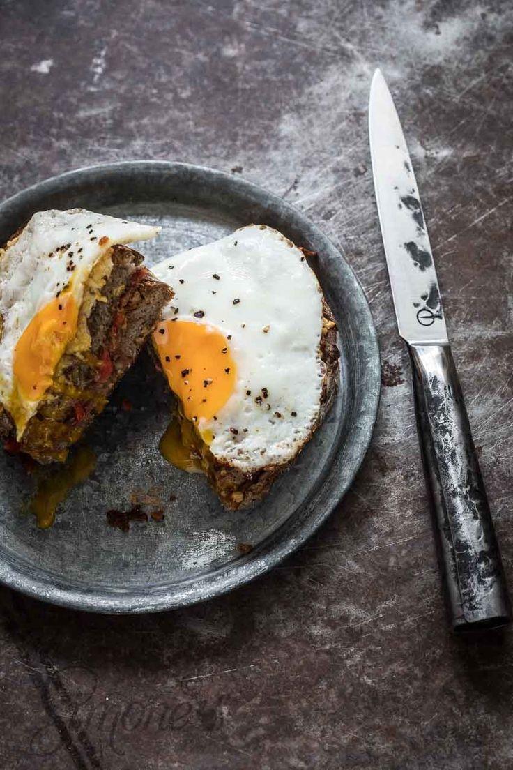 Dudefood dinsdag: tosti met pindakaas, banaan en bacon http://simoneskitchen.nl/dudefood-dinsdag-tosti-met-pindakaas-banaan-en-bacon/