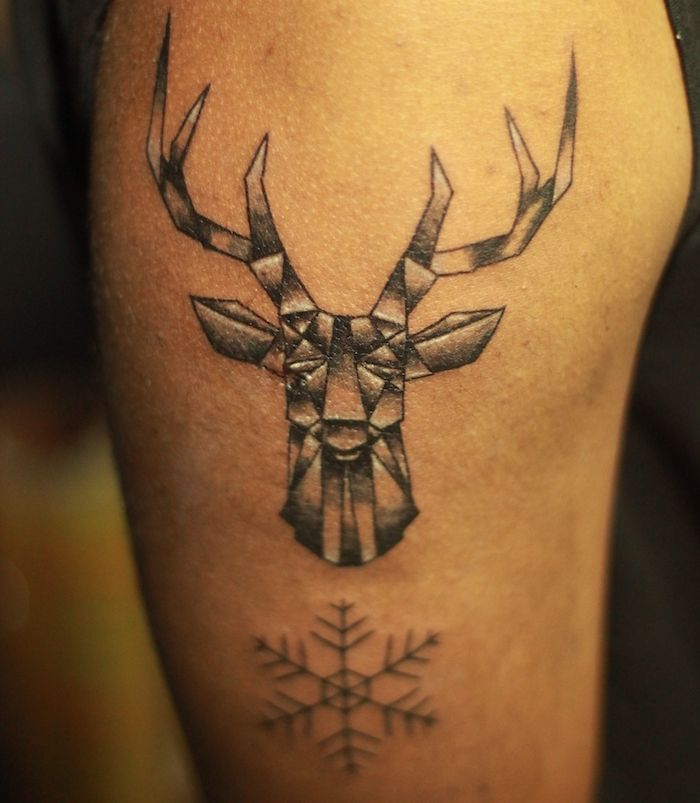 Les 25 meilleures id es de la cat gorie tatouage d 39 paule - Modele tatouage homme ...