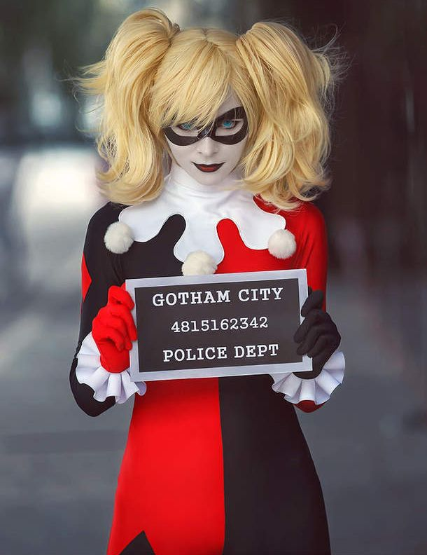 Harley Cosplay --- her smirk isn't crooked enough. if you're going to be harley quinn. YOU HAVE TO OWN IT! YOU HAVE TO BE HARLEY!