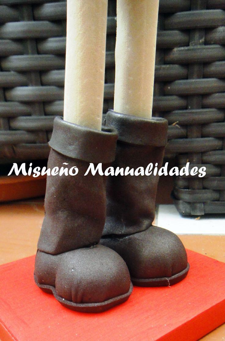 Detalle de botas hasta medio tobillo de mi última fofucha por encargo. www.misuenyo.com / www.misuenyo.es