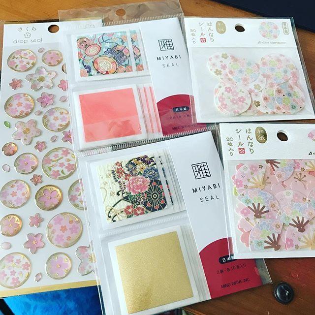 【kotomi.mama】さんのInstagramをピンしています。 《my favorite💕💕💕 文房具屋さんにいったら 桜モチーフものがたくさん出ていました😊💕 今日買った物たち✨  #マインドウェイブ #アクティブコーポレーション#雅シール #はんなりシール #stickers  #cherryblossoms#dropseal#miyabiseal #washi #stationery  #love#japanesepaper#myfavorite》
