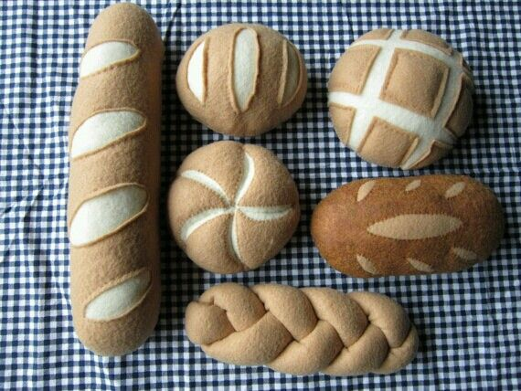 felt breads - love the different shapes & colors. challah is really awesome!