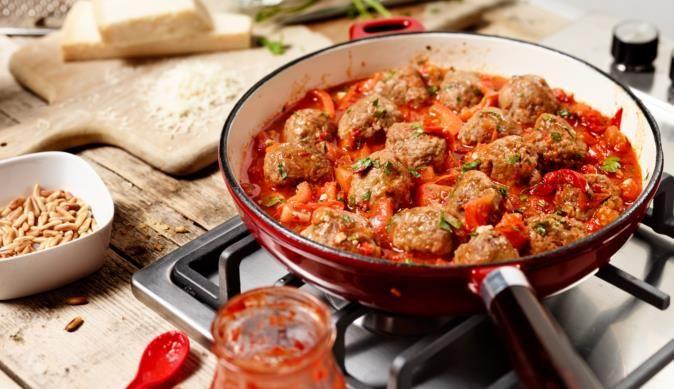 Fleischbällchen mit Tomaten-Paprika-Sauce - ein erlesenes Rezept aus der Kategorie Fleisch. Einfach und schnell mit MAGGI Kochstudio.