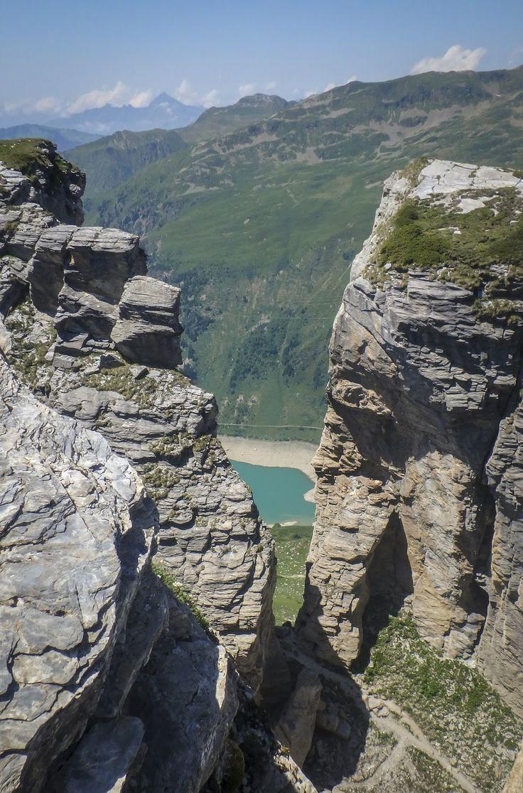 La Via Ferrata du Roc du Vent  est l'une des plus belle Via de montagne, m'annonce mon guide de Savoie. Le papa de Vincent m'assure qu'elle...