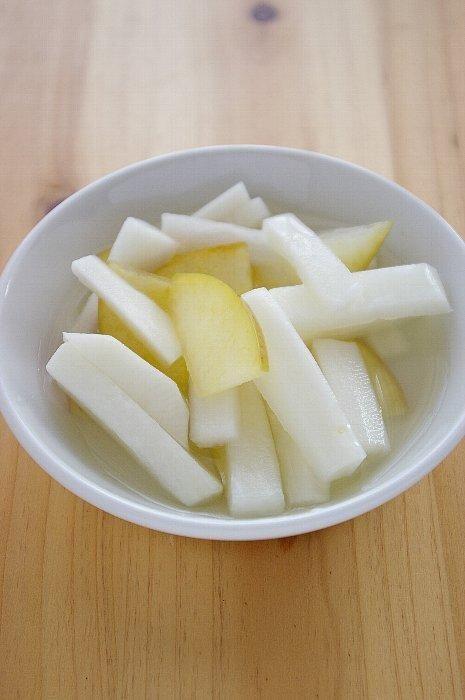 みゆき先生の簡単&おいしい韓国料理レシピ!「ミッパンチャン、その3~レンコンのジョン&赤ピーマンキンピラ風&ししとうとじゃこの炒めもの&にんにくの芽と海老の炒めもの&大根とリンゴの水キムチ」 韓国料理研究家しまもとみゆき