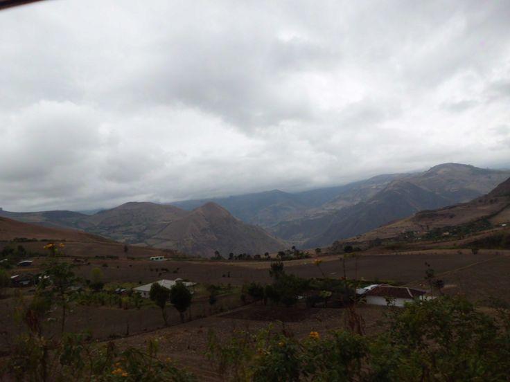 Esta es la muestra de las montañas hermosas que tiene Colombia. Foto llegando a PASTO!!