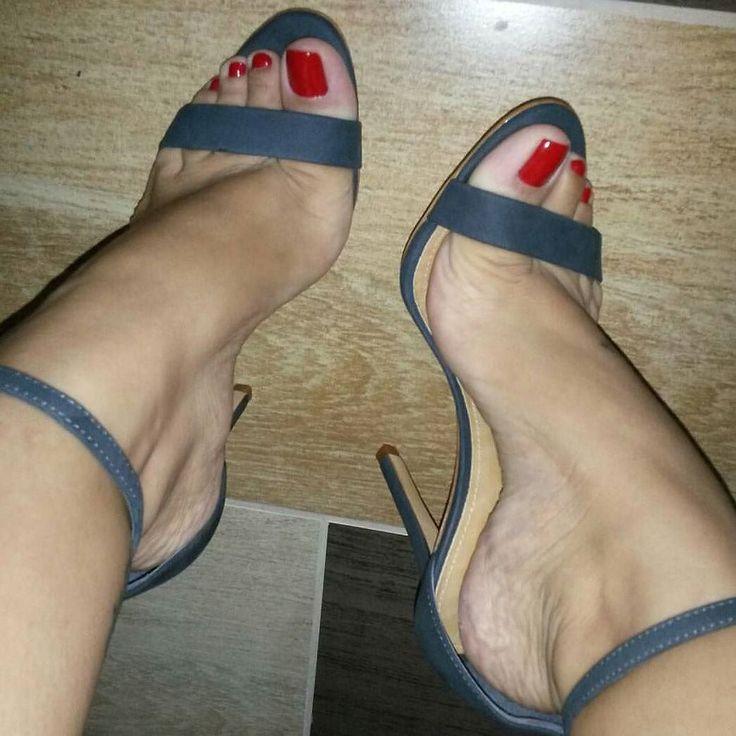 Lindo pezinho. @emyfeet #podolatria #pesfemininos #pezinhos #feetish #foot #feet #toes #nails #soles #pé #dedos #unhas #solas #fetiche #podolatra #footfetishnation #podo #footfetish #fetiche #footworship #footmodel #instafeet #nailspolish #perfectfeet #brazilianfeet #femalefeet #feetlovers #pies #pieds #pés by feetish36