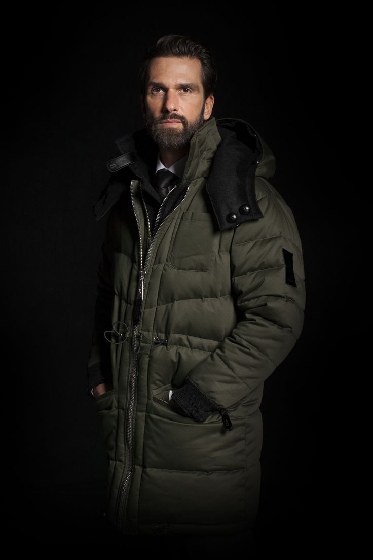 | Advance Sale of our 'Updrafts of Inspiration' Winter Collection 2017/2018 |  REVERSIBLE PARKA - TWO IN ONE Reversibility and detachable accessories keep you fit for any occasion – whether at the Cresta Run (Olive Green cotton side) or at festive events (Cosmos Black cashmere side).  www.sven-holger.com/en/product/s-h-cashmere-cosmos-black-atelier-stock/
