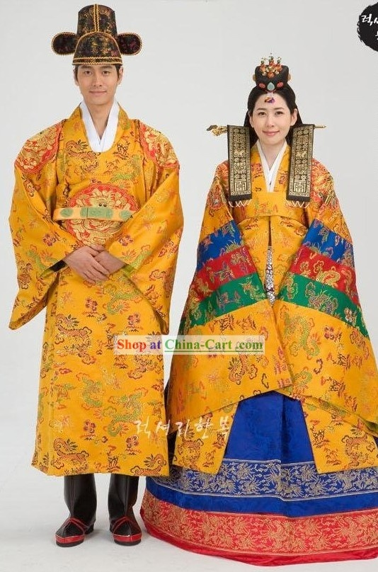 This is so traditional Korean wedding! It will be an amazing experience though! #WYLDescapes #Traditionalhanbokwedding #Traditionalkoreanwedding
