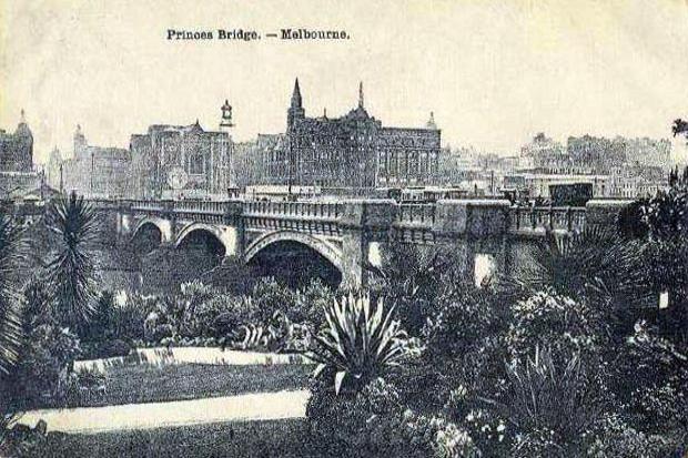 Princes Bridge, Melbourne. To see all our old postcards of Australia, visit http://oldstratforduponavon.com/australia.html