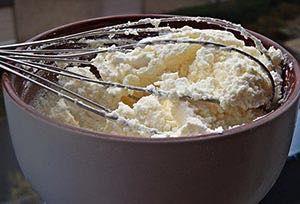 Chlebíčky a jednohubky určite nemôžu chýbať na žiadnej oslave. Zozbierali sme preto pre vás tie najlepšie recepty na nátierky. Vyberte si z 29 receptov podľa chuti.