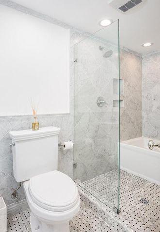 103 E Bay St, Charleston, SC 29401 - Bathroom