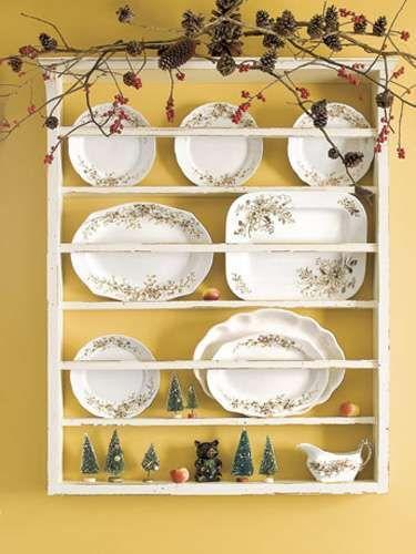 Decorazioni natalizie - Decorazioni con pigne in cucina. Photocredit: countryliving