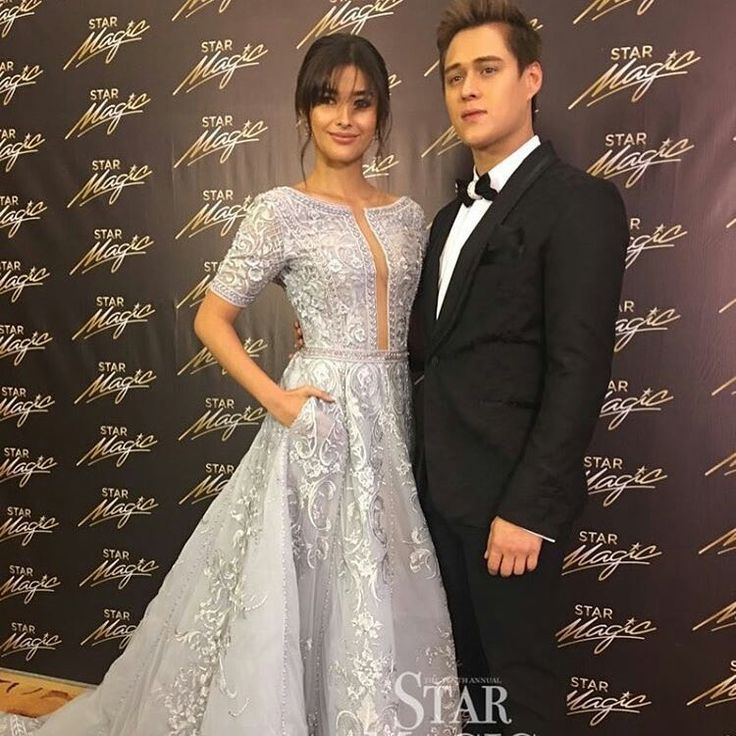 This is the handsome Enrique Gil and the lovely Liza Soberano smiling for the camera at the red carpet at the 2016 Star Magic Ball held last October 22, 2016 at the Shangri-La Hotel in Makati City. Indeed, LizQuen is another of my favourite Kapamilya love teams and Star Magic talents. #EnriqueGil #LizaSoberano #AteHopie #LizQuen #StarMagicBall #StarMagicBall2016