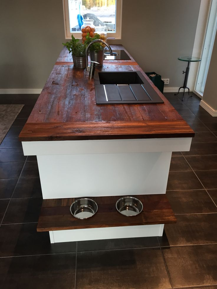 Kitchen island with Dog food bowls. #asuntomessut2015