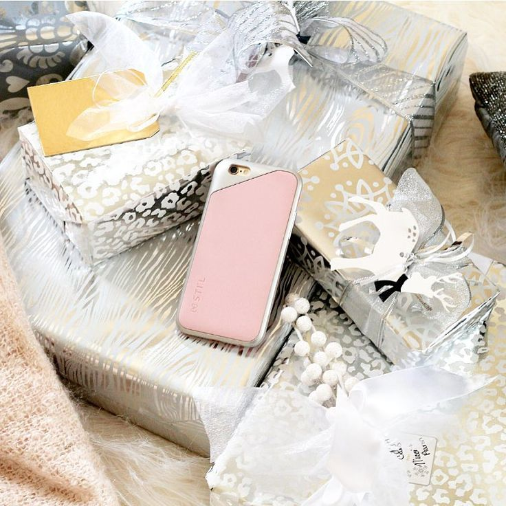 """Instagram의 Nicolette Stocks님: """"This baby pink color has my heart this season loving it on this pretty little case from @stil_mind , it would make the best little stocking stuffer this Christmas #stilmind #sp #2015stilphotowall www.liketk.it/22luY"""""""