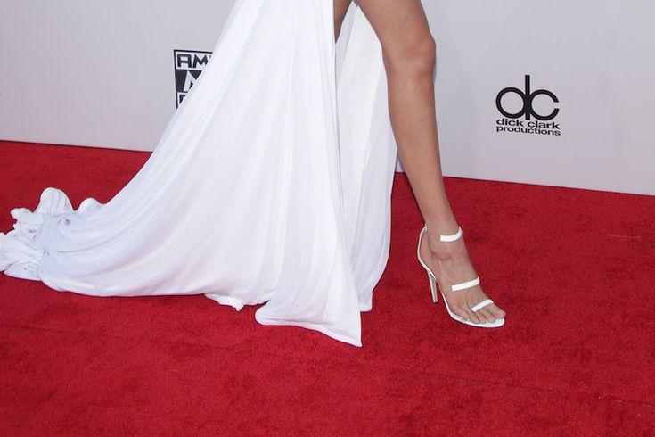 O que usaram Gigi Hadid e Kylie Jenner nos AMA 2015 http://shoecommittee.com/blog/2015/11/23/o-que-usaram-gigi-hadid-e-kylie-jenner-nos-amas-2015