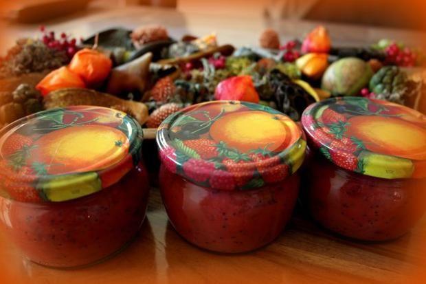 Zwetschgen-Marmelade mit Mohn und Marzipan ist garantiert ein Gaumenschmaus!