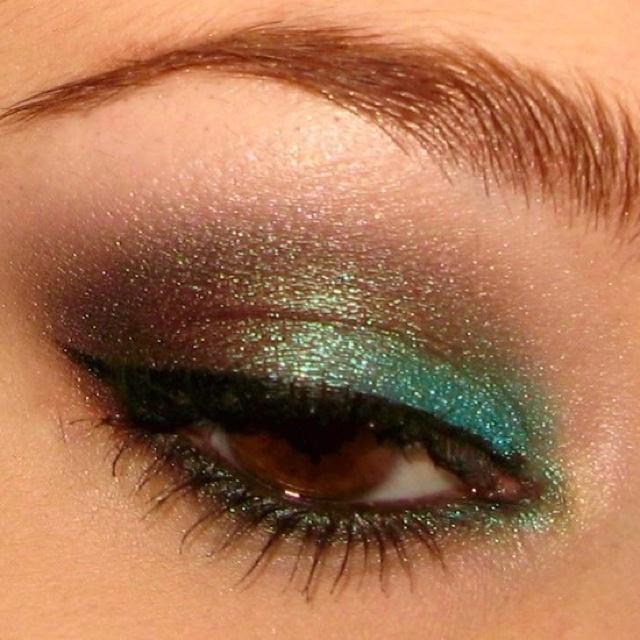 Turquoise eye make up