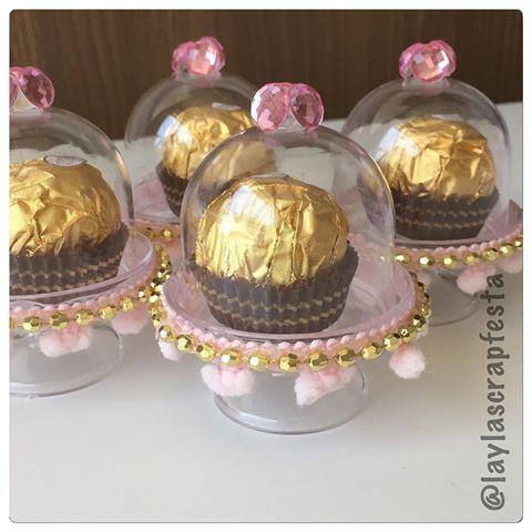 As Mini cúpulas lindamente Personalizadas,  com Ferrero Rocher® e muito glamour. Tem coisa mais gostosa gente?! @dudapernet @pekenosdetalhes  @buffet_espaco_bonjour #niverdudapernet #dudapernet #dudapernetfaz10 #festalinda #temamenina #festaparis #instakids #MiniBlogueirasOficial #puroluxo #minicupulas #minicupulaspersonalizadas #muitoamorenvolvido  #personalizadosdeluxo #personalizadosparis #papelariapersonalizada #scrap #scrapfesta #scrapfestabylayla #laylascrapfesta