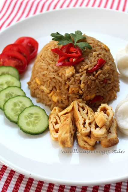 Indonesian Food: Nasi Goreng  #indofood #indonesian #cuisine #travel #bali #Uluwatu #Accommodation #Villa #Travel  www.villaaliagungbali.com