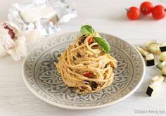 Spaghetti alla crema di melanzane: un primo piatto che si prepara in poco tempo, piuttosto leggero ma tanto tanto buono e cremoso !