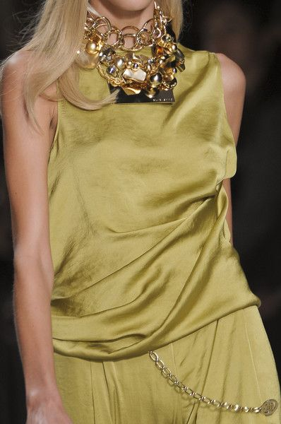Elie Saab at Paris Fashion Week Spring 2011 - Livingly
