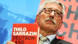 """""""Will ich den Muezzin hören, dann reise ich ins Morgenland"""" ~der huebsche Thilo Sarrazin    Thilo Sarrazin- Er hat das Buch """"Deutschland schaefft sich ab"""" geschrieben"""